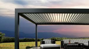 comment fermer une pergola pergola pergola bioclimatique biossun pour une terrasse design