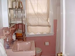 Antique Bathroom Decorating Ideas by Rustic Vintage Bathroom Decor Oval Bath Tub Near Glass Toiletry
