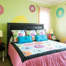 attractive bedroom design with marvelous wall painting
