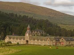 glen affric estate courtyard cottages sleep 4 in 2 bedrooms with en suite 2 br