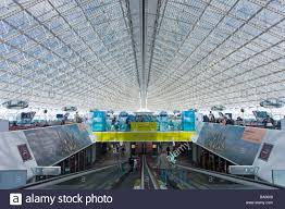 bureau de change a駻oport charles de gaulle charles de gaulle airport terminal building interior with steel