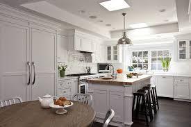 le suspension cuisine suspension blanche design cuisine blanche with plan de travail bois