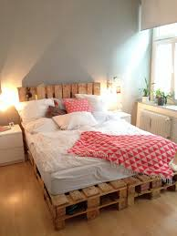 Schlafzimmer Ideen Mit Schwarzem Bett Palettenbett Zum Träumen Wohnen Pinterest