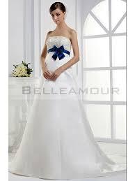robe mariage bleu de mariée bustier longue blanc ruban bleu dentelle traîne chapelle