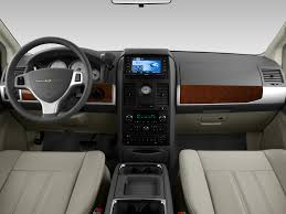 2010 chrysler town u0026 country reviews and rating motor trend