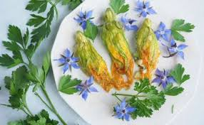 cuisiner les fleurs de courgette recettes de fleurs de courgettes idées de recettes à base de