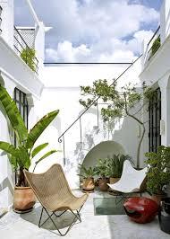idee amenagement jardin devant maison petits patios en ville nos plus belles inspirations marie claire