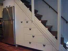 einbauschrank unter treppe 65 ideen für stauraum unter der treppe