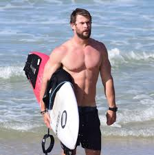 it takes 35 meals a day to look like chris hemsworth