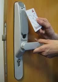 serrure chambre pirater une clé de chambre d hôtel un jeu d enfant 26 07 2012