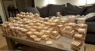 pallets hey guys i made some more mini pallets 1 047 of them diwhy