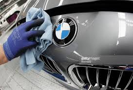 photos et images de inside bmw factory ahead of earnings
