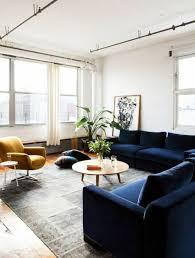 canapé bleu marine 1001 idées créer une déco en bleu et jaune conviviale salons