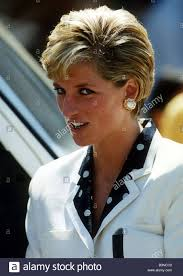 princess diana hairstyles gallery princess diana showing her new hairstyle july 1990 stock photo