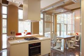 separation de cuisine en verre cloisons amovibles maison pour séparer l espace sans l enfermer