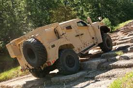 jeep humvee how the humvee compares to the new oshkosh jltv motor trend