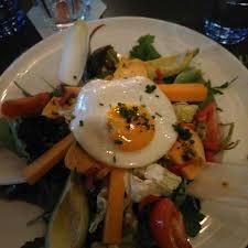 Salade Avec Poulet Oeufs Au Plat Salade Tomate Avocat Cheddar Le Bureau Clermont Ferrand