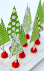 decorate the tables with these 50 diy christmas centerpieces