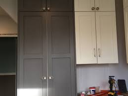 gray kitchen cabinets with white crown molding how to handle crown molding between 2 cabinets of different