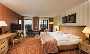 Wohnzimmer Und Schlafzimmer In Einem Maritim Hotel Dresden Hotelzimmer U0026 Suiten Hotel Dresden
