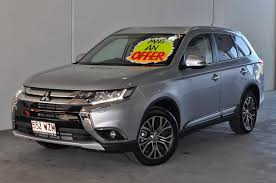 mitsubishi outlander 2016 white mitsubishi outlander located ferry rd and helensvale von bibra