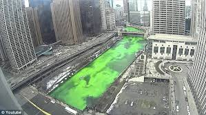 how chicago river is turned emerald green for st patrick u0027s day
