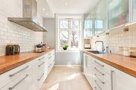cuisine blanche bois cuisine bois clair plan de travail blanc massif socialfuzz me