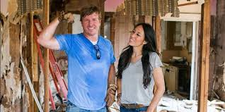 hosts of hgtv u0027s u0027fixer upper u0027 want people to stop putting their