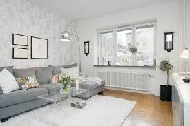 hellgraues sofa wohnzimmer einrichten graues sofa rheumri