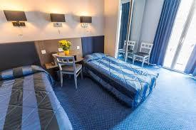 chambre accessible handicapé galerie hôtel d irlande à lourdes