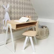 bureau enfant hello in2wood uun bureau en bois design pour les ados et les enfants