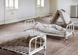 chambre hopital psychiatrique exposition l asile des photographies à la maison jusqu au 11