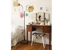 tabouret pour coiffeuse chambre un coin beauté pour être la plus coiffeur ladaires et