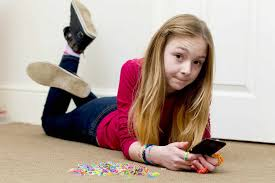 10 year old 10 year old runs up 1 792 phone bill downloading loom band videos