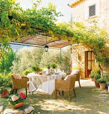 Backyard Dining by Agua Salada Para Las Fibras La Ventaja De Los Muebles De Bambú De