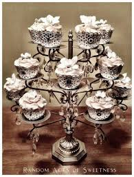 New Year S Decorated Cupcakes by Best 25 Bling Cupcakes Ideas On Pinterest Wedding Cake And