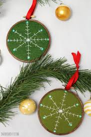 friday spotlight stephanie u0027s free diy embroidered snowflake