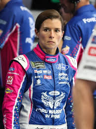 danica patrick announces 2017 will be her last season as full time
