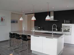 cuisine blanche carrelage gris cuisine blanche et bois clair get green design de maison