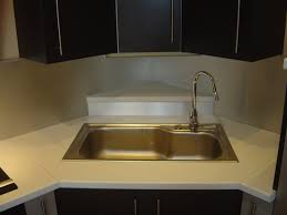 meuble de cuisine plan de travail implantation évier en angle plaque cuisson en angle armoire en