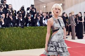 what is taylor swift doing the ringer