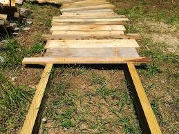 Walkway Ideas For Backyard by Best 25 Wood Walkway Ideas On Pinterest Pallet Path Pallet