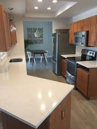 what color quartz goes with maple cabinets cabinet color to coordinate with pompeii misterio quartz