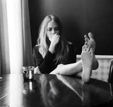 Amateur Girls Mooning - cara delevingne feet pics