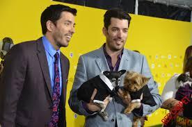 file drew scott and jonathan scott world dog awards 2015 jpg