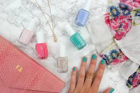 how to get a gel manicure at home with essie frey de fleur
