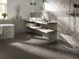 badezimmer fliesen mosaik dusche grenzenloses duschvergnü mit einer bodenebenen dusche