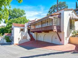 Bedroom Set On Everybody Loves Raymond Hollywood Hills Home Of Late Actress Doris Roberts Lists For 2 45