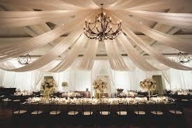 tenture plafond mariage la tenture de mariage pour une décoration de salle réussie