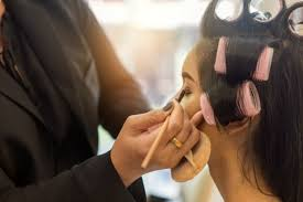 how to become a makeup artist online a cosmetologist s guide to becoming a makeup artist qc makeup